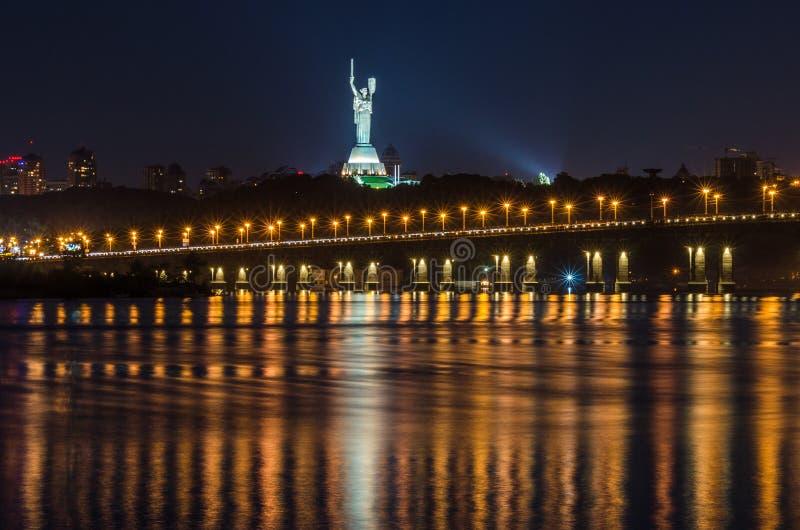 纪念碑向祖国在基辅,乌克兰 免版税库存照片