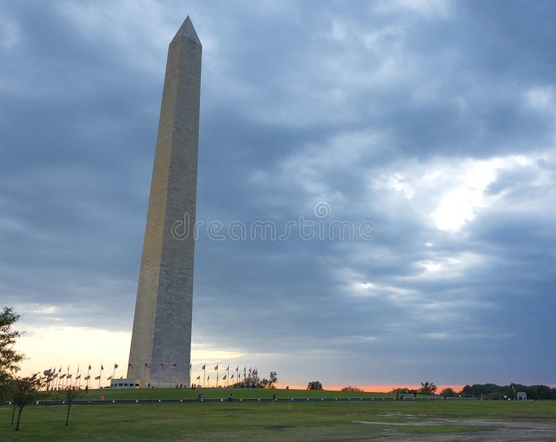 纪念碑日落华盛顿 免版税图库摄影