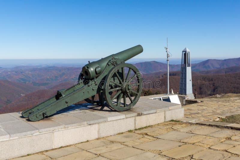 纪念碑秋天视图对自由希普卡,保加利亚的 库存图片