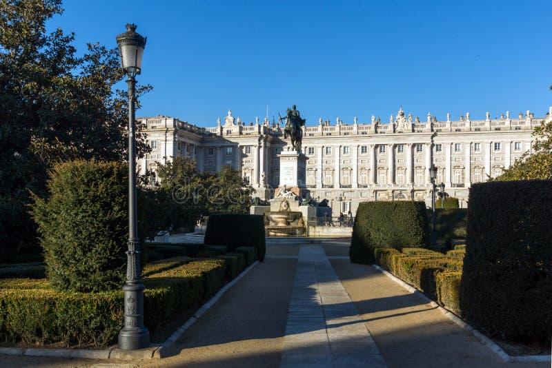 纪念碑美丽的景色对费莉佩的IV和马德里,西班牙王宫  库存照片