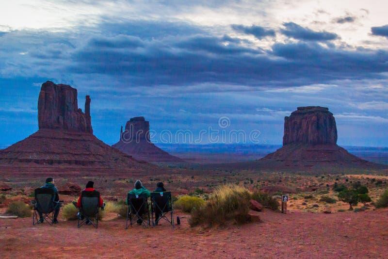 纪念碑谷mesas在黎明 库存图片