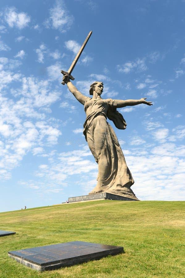 纪念碑Mamaev库尔干的祖国电话在伏尔加格勒 图库摄影
