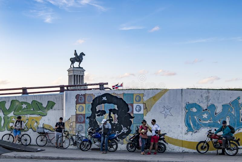 纪念碑Maximo戈麦斯将军在切・格瓦拉壁画,哈瓦那,古巴上的 图库摄影