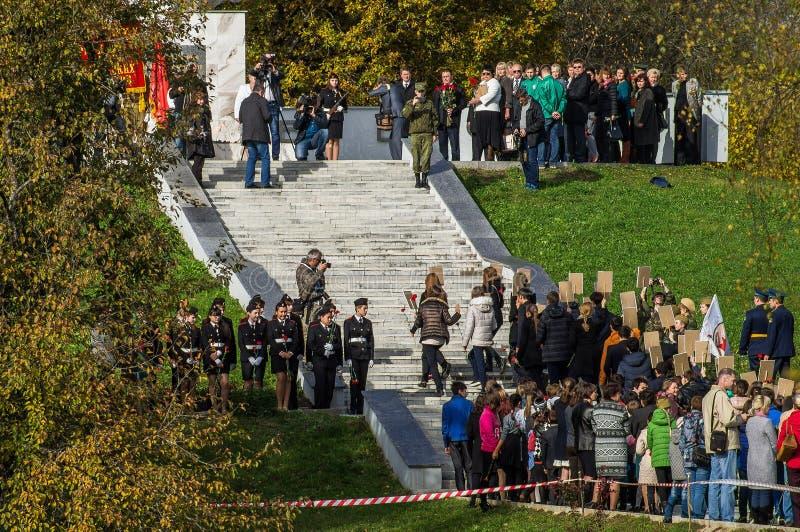 以纪念解放周年的庆祝从纳粹侵略者的纪念品的在Ilinskoe村庄在卡卢加州reg的 免版税图库摄影