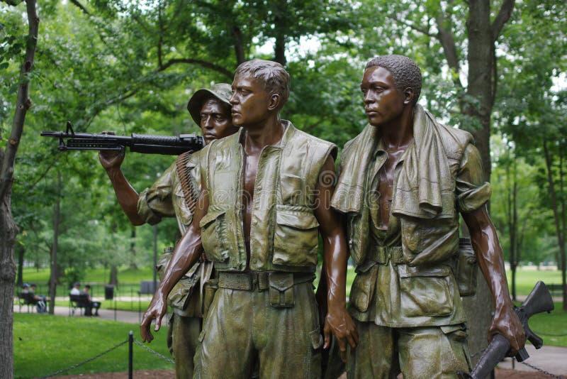 纪念越战的三位战士雕象在国家广场在华盛顿D C 免版税库存图片