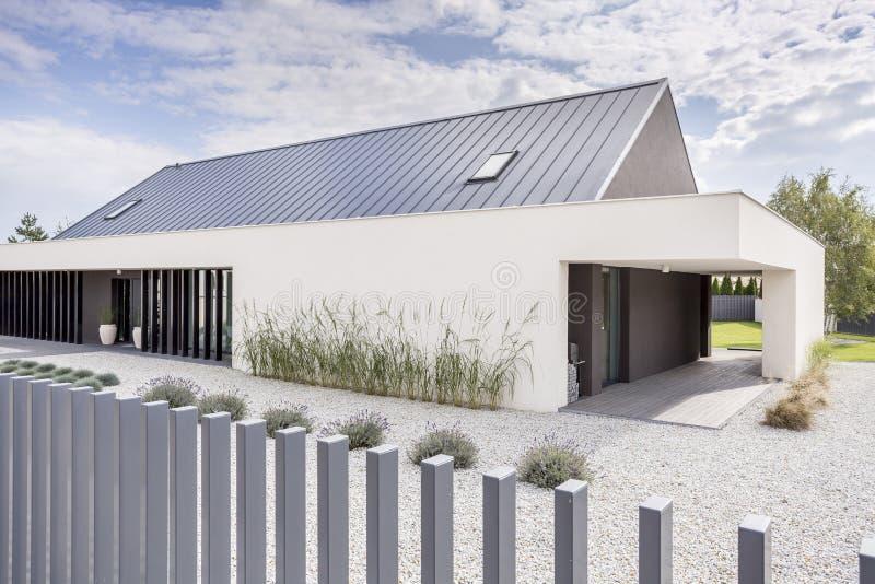 纯净的现代建筑学 免版税库存照片