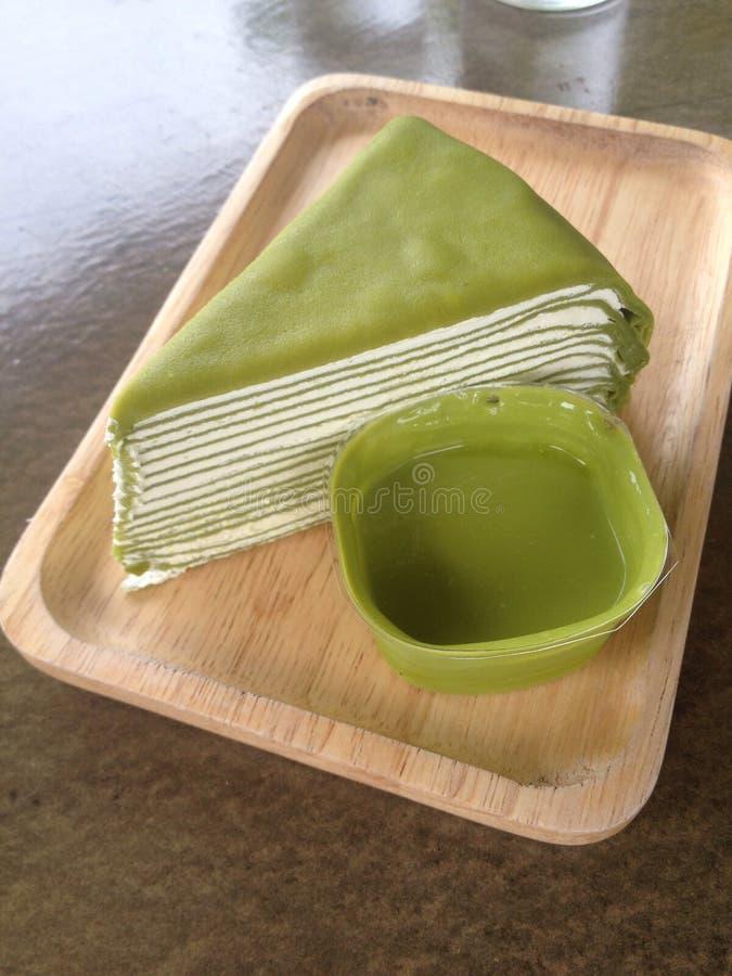 绉纱蛋糕绿茶 免版税库存图片