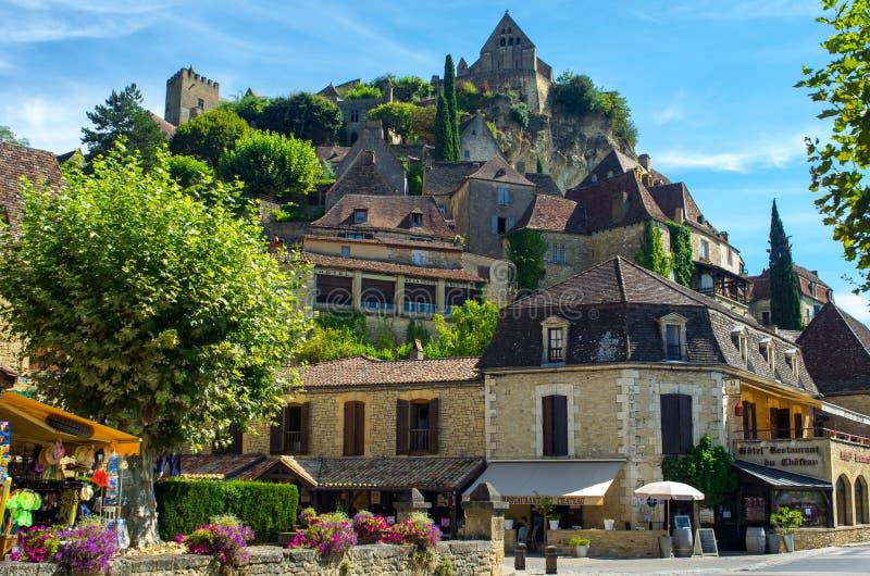 贝纳克,多尔多涅省,法国可爱的中世纪村庄  库存照片