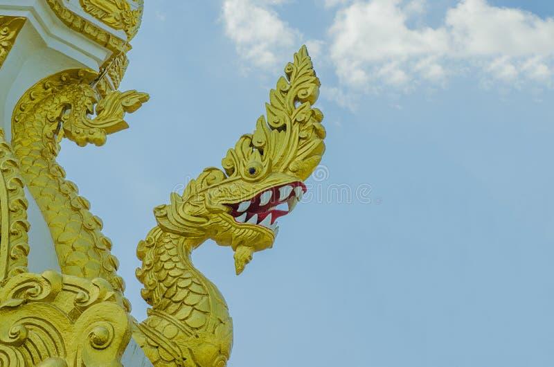 纳卡人雕象,蛇顶头雕象Phaya Nak的国王 免版税图库摄影