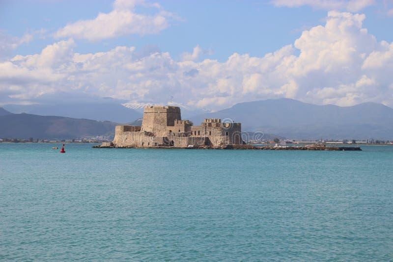 纳夫普利翁,伯罗奔尼撒,希腊 布尔齐城堡在淡色的城堡和山风景 免版税图库摄影