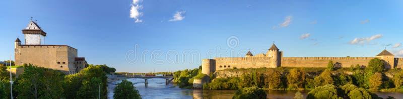 纳尔瓦埃尔曼城堡和Ivangorod堡垒 库存照片
