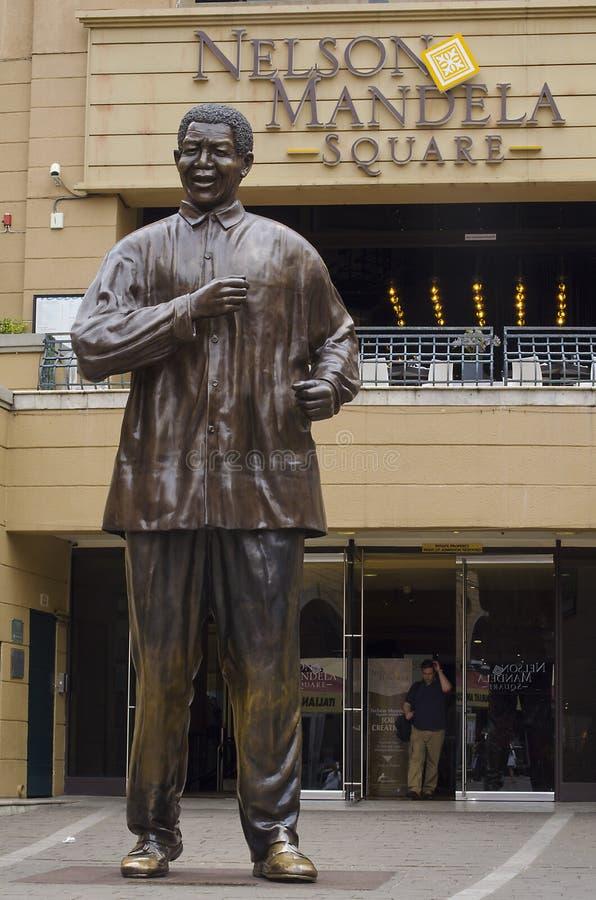 纳尔逊・曼德拉古铜色雕象  库存照片