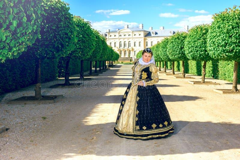 纳瓦拉延命菊类似的妇女,法国的女王/王后 库存图片
