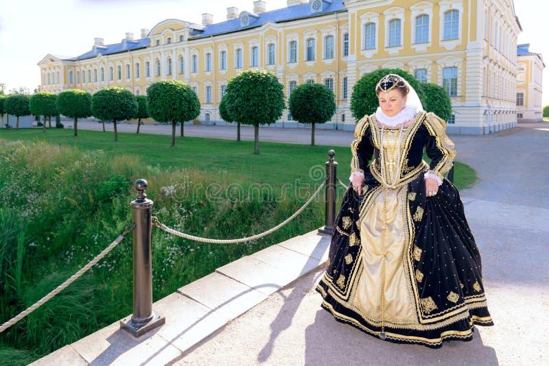 纳瓦拉延命菊类似的妇女,法国的女王/王后 图库摄影