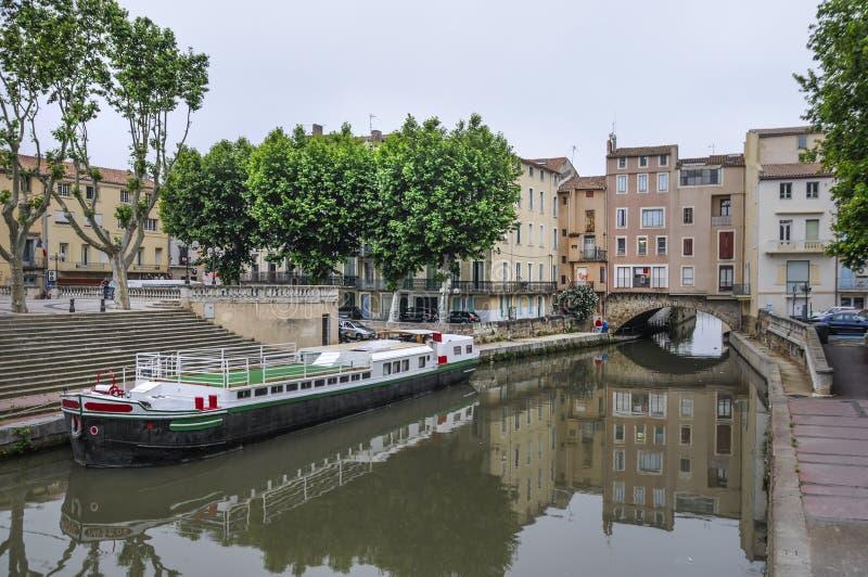 纳莫纳、法国和运河de la Robine。桥梁的议院 免版税库存图片