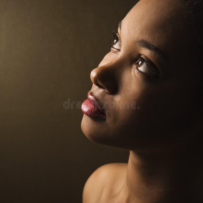 纵向严重的妇女年轻人 免版税图库摄影