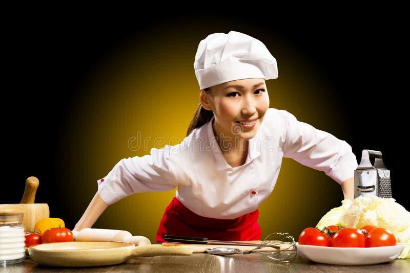 纵向亚裔妇女厨师 库存图片