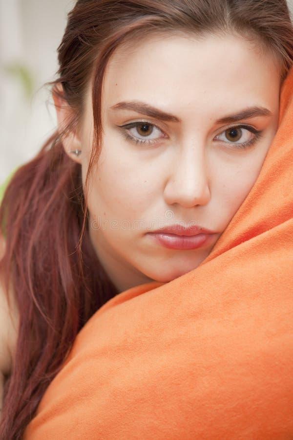 纵向哀伤的妇女 免版税图库摄影