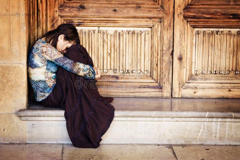 纵向哀伤的妇女 免版税库存照片