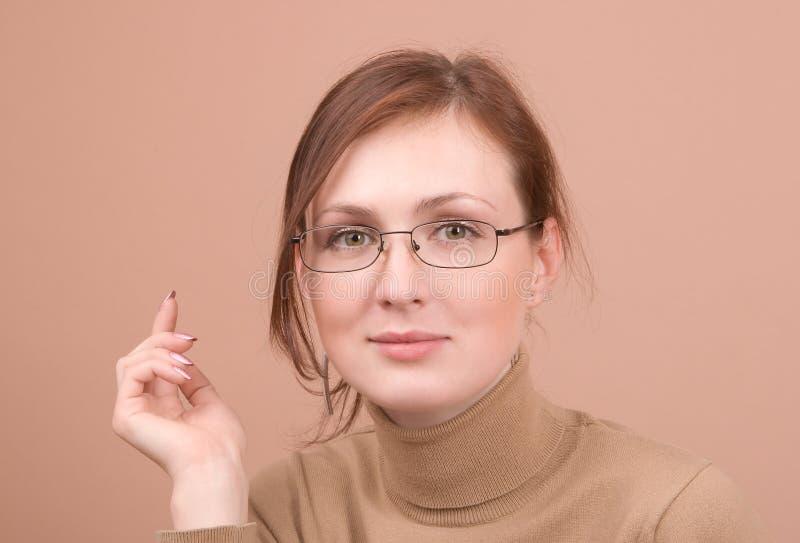 纵向妇女年轻人 免版税库存照片