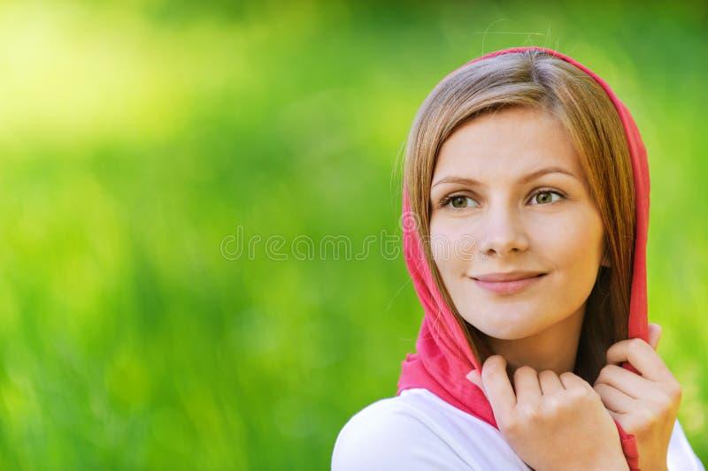 纵向微笑的妇女年轻人 图库摄影