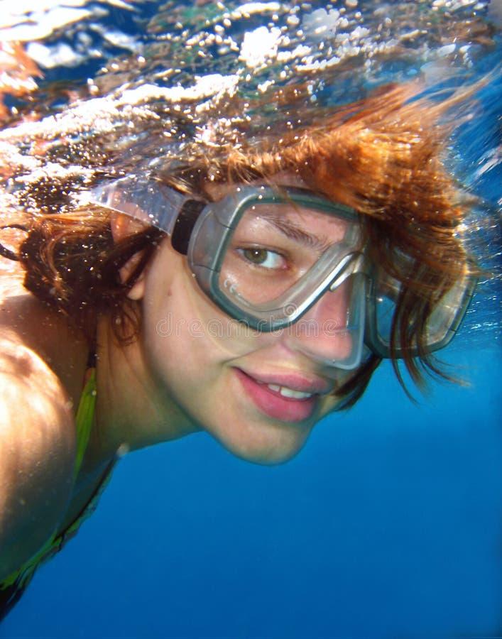 纵向水下的妇女 图库摄影