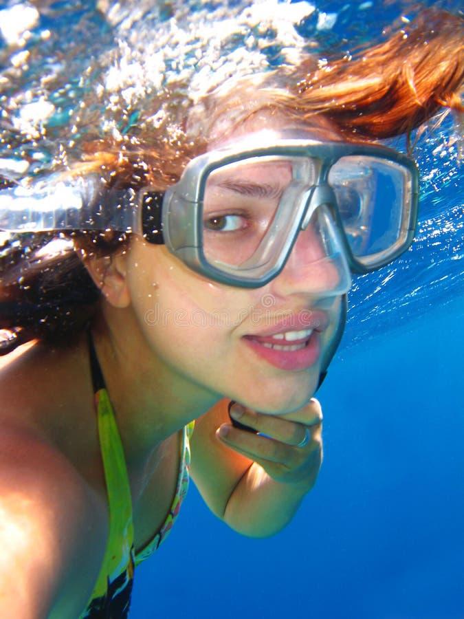 纵向水下的妇女 库存图片