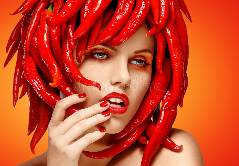 纵向的迷人的美好的妇女表面关闭。 辣椒粉。 艺术装饰 免版税图库摄影