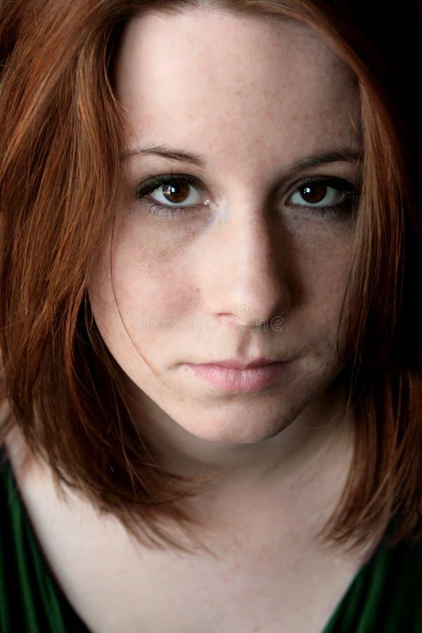 纵向红发妇女年轻人 库存照片