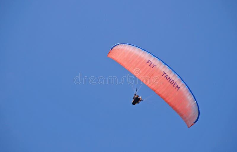 纵排滑翔伞 库存图片