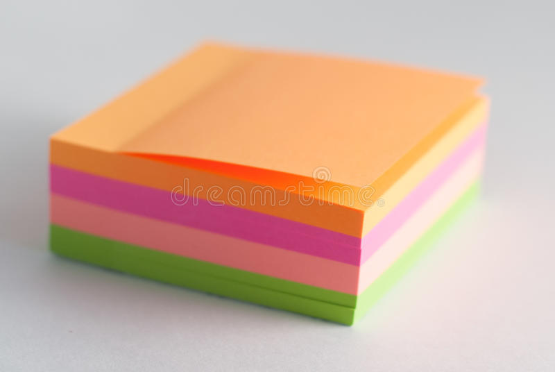 贴纸使人想起笔记和其他纪录, 免版税库存图片