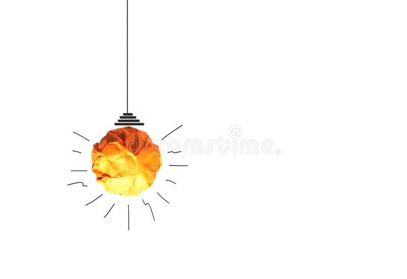 纸做对想法力量能量概念的电灯泡在白色背景 库存照片