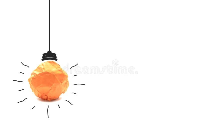 纸做对想法力量能量概念的电灯泡在白色 库存图片