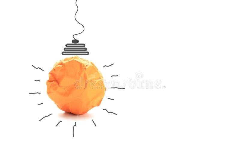 纸做对想法力量能量概念的电灯泡在白色 免版税库存图片