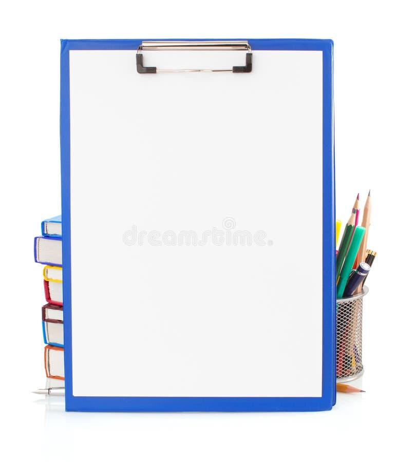 纸剪贴板和学校用品 库存照片