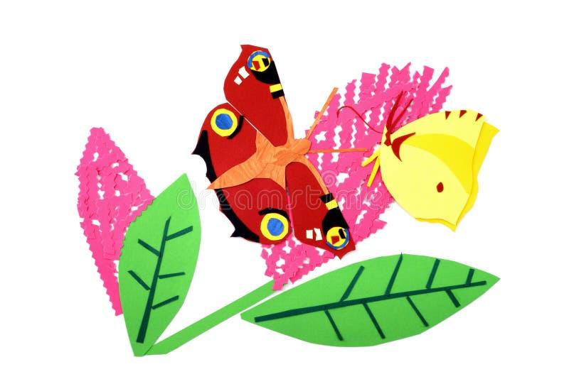 纸孔雀铗蝶和硫磺蝴蝶在夏天丁香 免版税库存照片