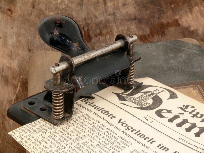 纸打孔机 免版税库存照片