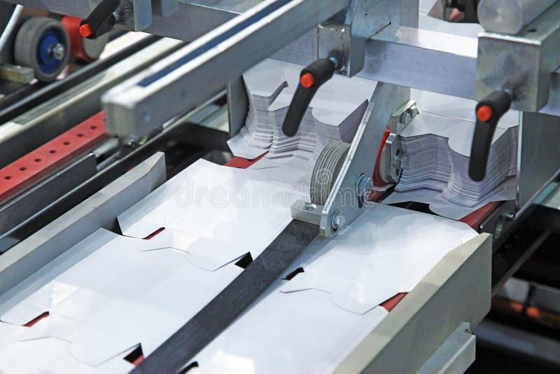 纸板包装的生产 库存图片