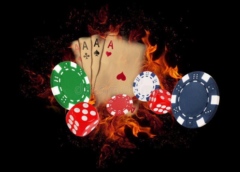 纸牌和芯片在火 赌博娱乐场概念 库存图片