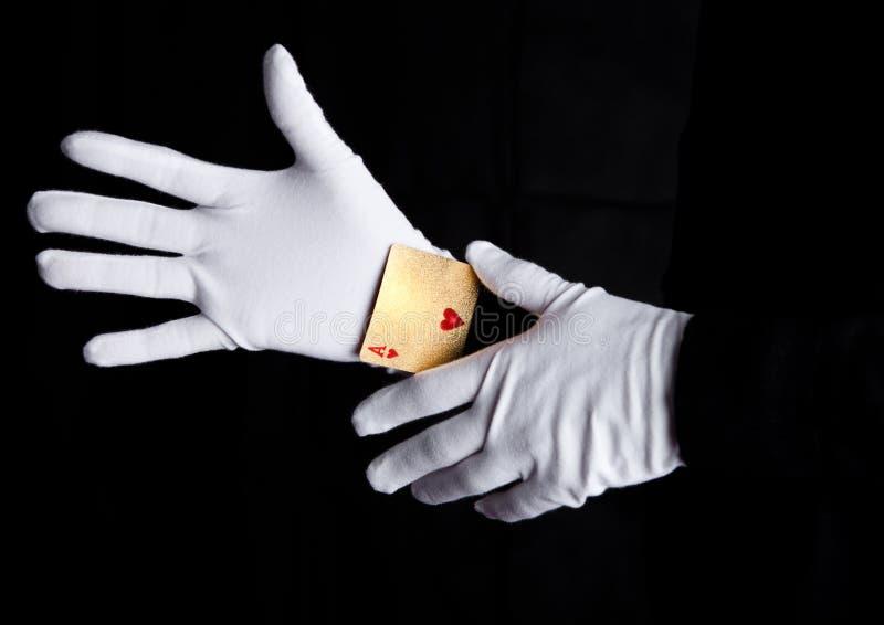 纸牌欺骗用有手套的一点手 库存图片