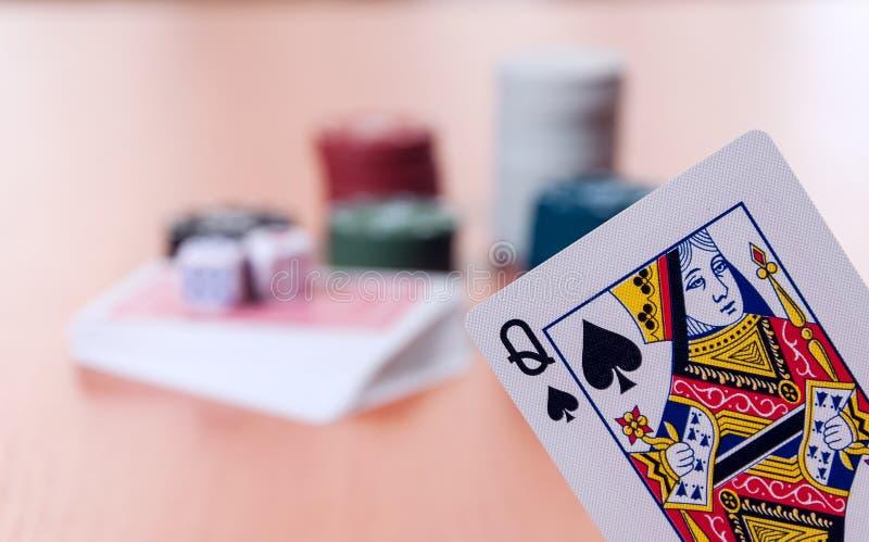 纸牌筹码和普通纸牌 免版税库存照片