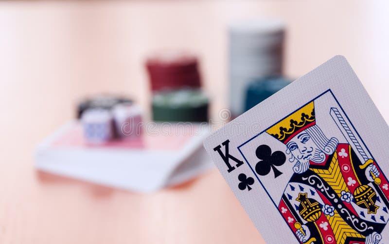 纸牌筹码和普通纸牌 图库摄影