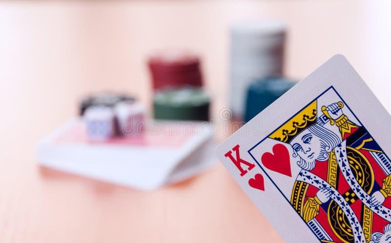 纸牌筹码和普通纸牌 免版税库存图片
