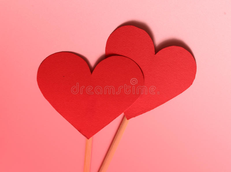从纸的两红色华伦泰心脏 库存图片