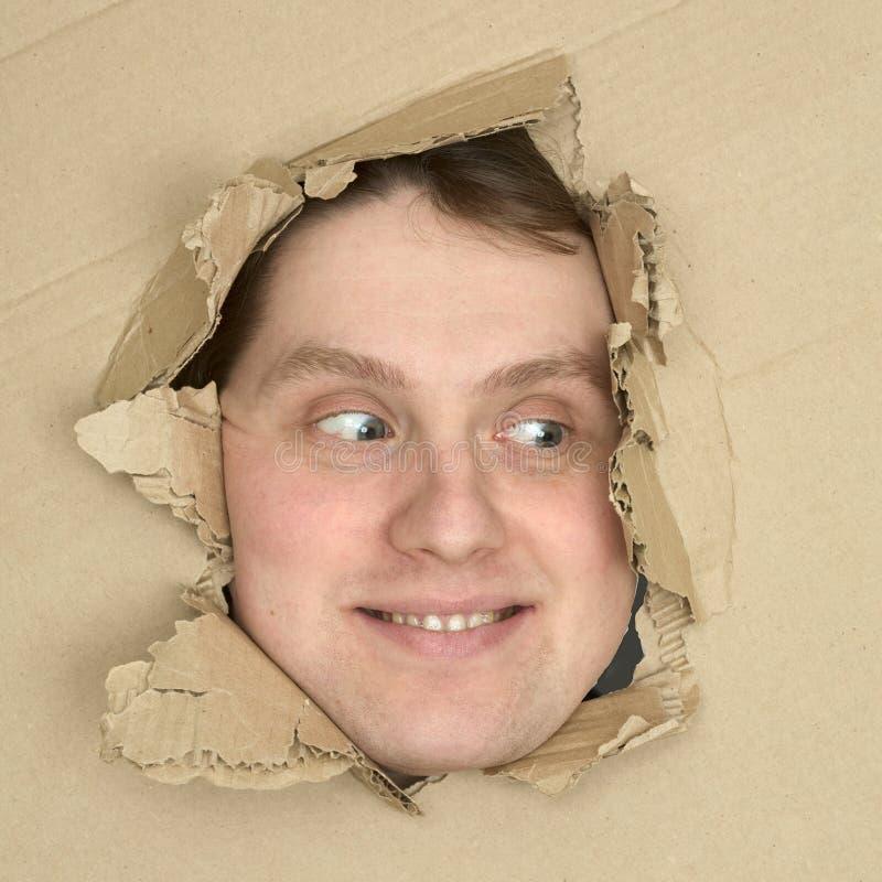 纸盒表面漏洞查找男 库存照片