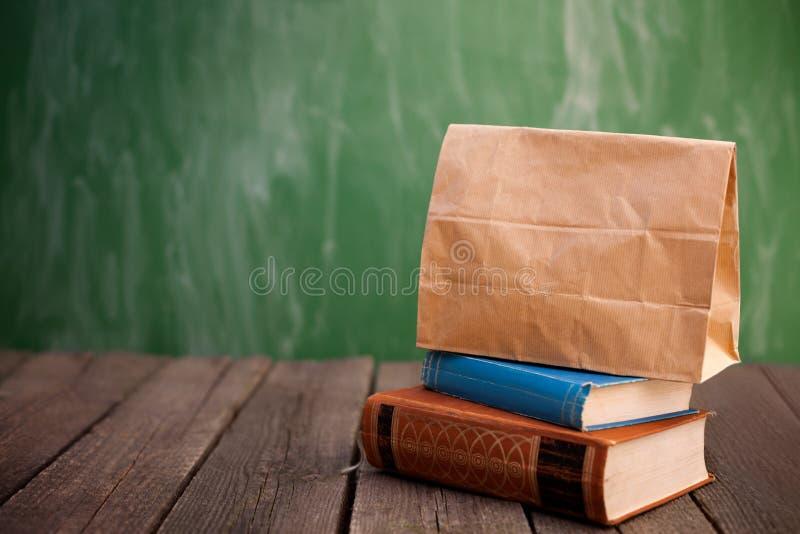 纸袋午餐盒 库存照片