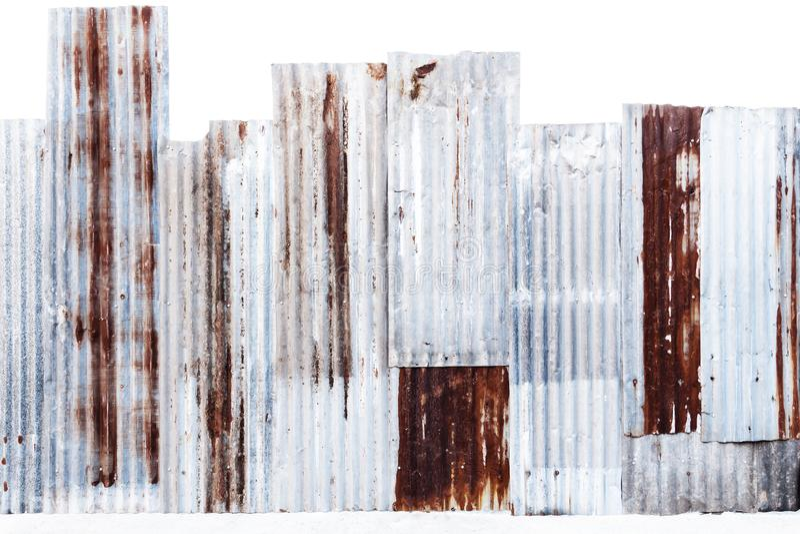 纹理和背景的生锈的波纹状的被镀锌的钢墙壁或铁金属板表面 免版税库存照片