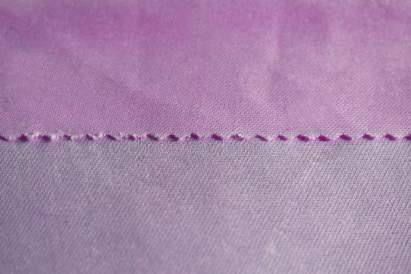 纹理是缎和薄绢背景的织品粉色 免版税库存照片