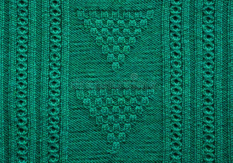纹理被编织的手工制造 圣诞节绿色毛线衣关闭 抽象背景 免版税库存照片