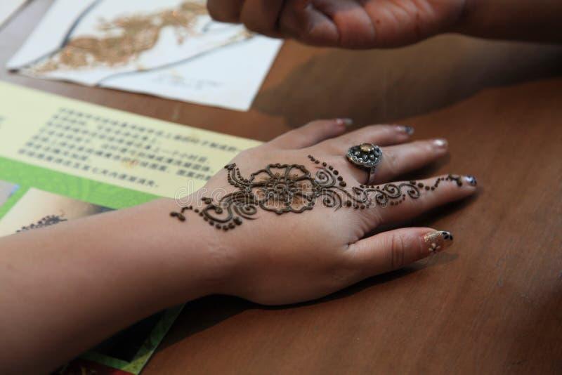 纹身花刺艺术家在一点印度在新加坡 库存图片